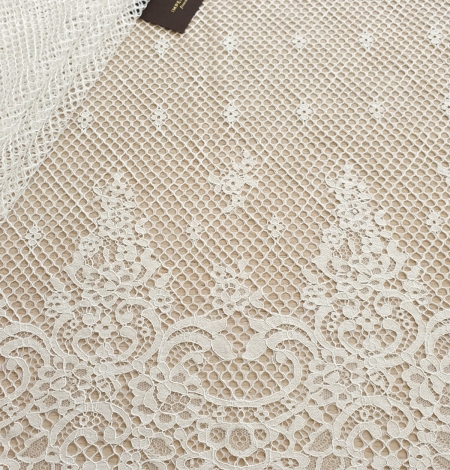 Ivory mesh floral guipure lace fabric. Photo 7