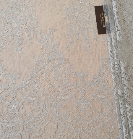 Pelēka puķaina Chantilly mežģīne. Photo 2