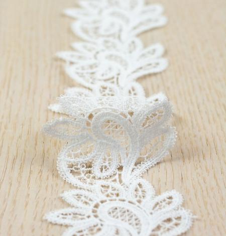 Piena balta ziedu raksta macramemežģīņu audums. Photo 2
