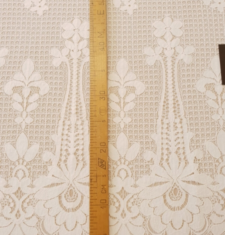 Ivory 100% polyester floral guipure lace fabric. Photo 10
