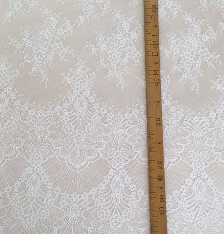 Off white chantilly lace fabric. Photo 5