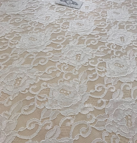 Offwhite lace fabric. Photo 3