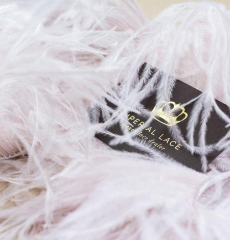 Gaiši rozā ar pelēku toni maigas dabīgās strausa spalvas. Photo 3