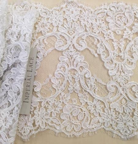 Balta kāzu mežģīnes maliņa. Photo 1
