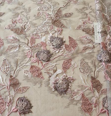 Veci rozā ziedu biezs izšuvums ar plāno mežģīni uz tilla. Photo 2