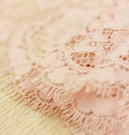 Rozā ziedu raksta guipure mežģīņu audums. Photo 5