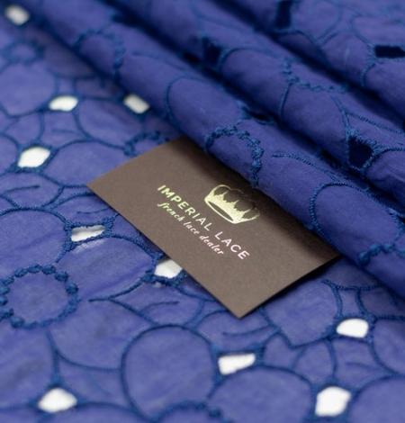 Zils ar lillā toni alencon mežģīnes audums. Photo 1