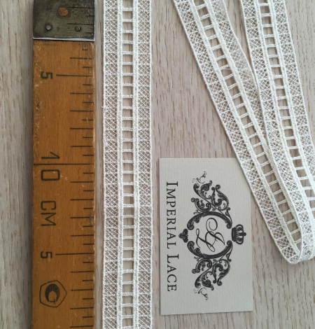 Ivory lace trimming. Photo 8