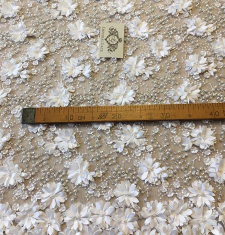 Pienbalts 3D pērļots izšuvums uz tilla audums. Photo 6