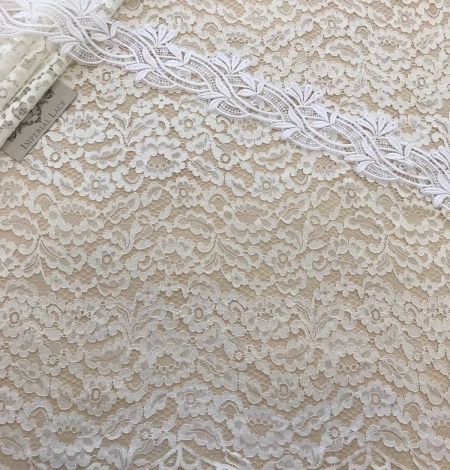 Ivory and offwhite lace fabric. Photo 2
