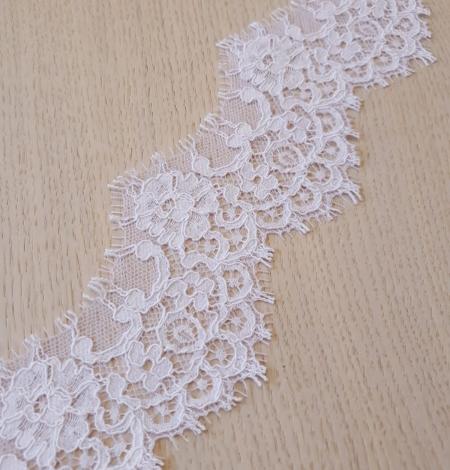 Balta bieza mežģīnes maliņa. Photo 4