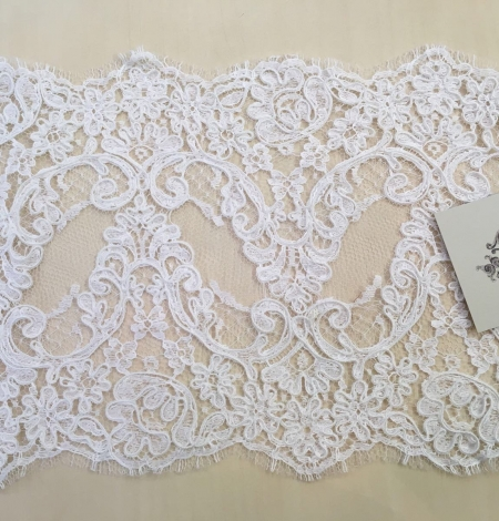 Balta kāzu mežģīnes maliņa. Photo 2