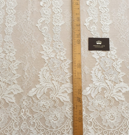 Ivory guipure with chantilly lace fabric. Photo 6
