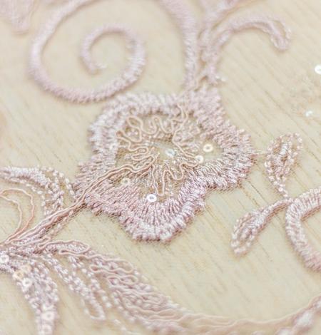 Veci rozā puķains raksta izšuvums ar fliteriem uz tilla auduma. Photo 6