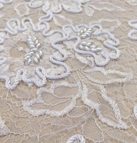 Balts ar izšuvumu mešģīņu audums. Photo 3