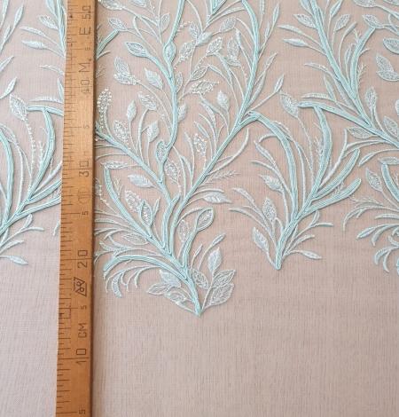Tiffany zils lapu raksta izšuvums uz tilla auduma. Photo 7