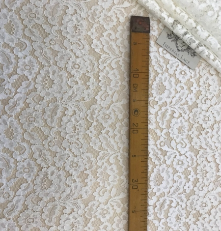Ivory and offwhite lace fabric. Photo 8