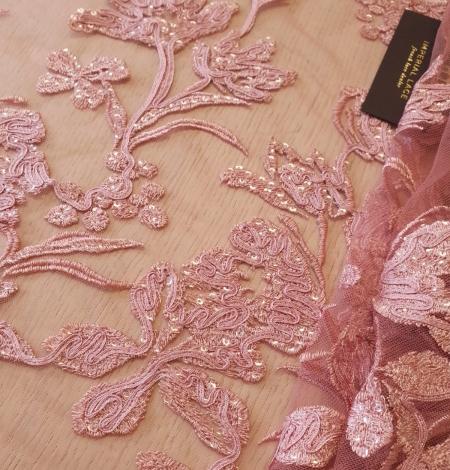 Aveņu rozā ziedu raksta izšuvums ar fliteriem uz mīksta tilla auduma. Photo 3