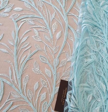 Tiffany zils lapu raksta izšuvums uz tilla auduma. Photo 1