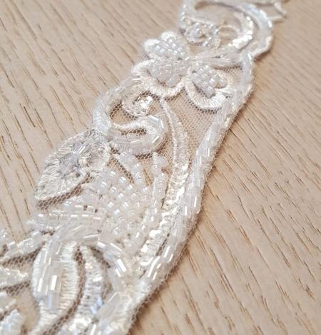 Ziloņkaula krāsas mežģīnes maliņa izšūta ar pērlītēm. Photo 2
